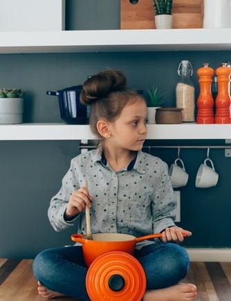 gotująca dziewcz
